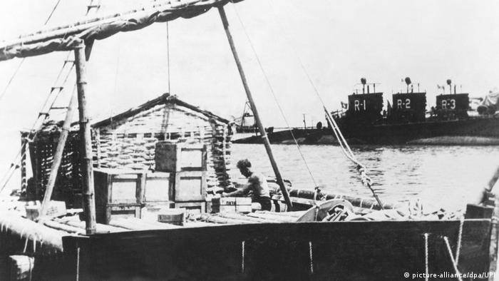 Expeditionen - Kon-Tiki- Floß aus Balsaholz (picture-alliance/dpa/UPI)