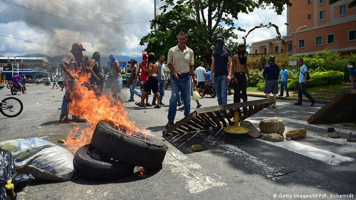 Venezuela: Proteste in der Stadt Valencia (Getty Images/AFP/R. Schemidt)