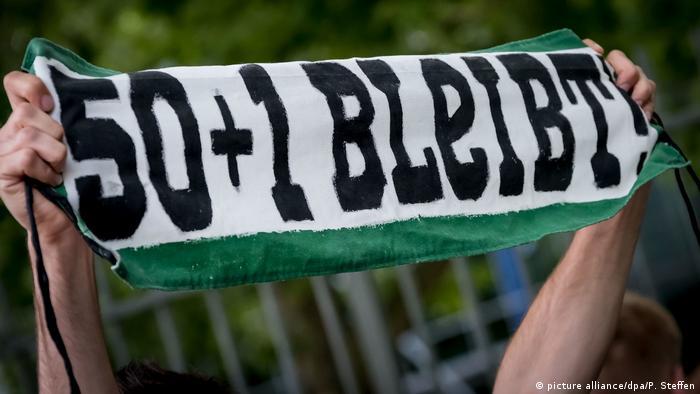 Deutschland | Hannover 96 | Protest gegen Präsident Martin Kind | 50+1 bleibt