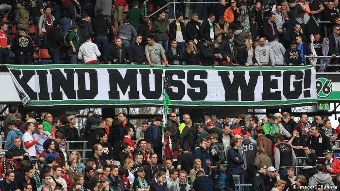 Deutschland | Hannover 96 | Protest gegen Präsident Martin Kind | Kind muss weg (imago/O. Ruhnke)