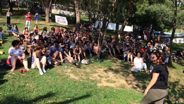 Türkei Protestaktion in Istanbul Misch dich nicht in meine Kleidung ein