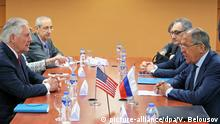 3166778 08/06/2017 Russian Foreign Minister Sergei Lavrov, right, and U.S. Secretary of State Rex Tillerson, left, at their meeting on the sidelines of the ASEAN regional security summit in Manila, Philippines. Vitaliy Belousov/Sputnik Foto: Vitaliy Belousov/Sputnik/dpa |