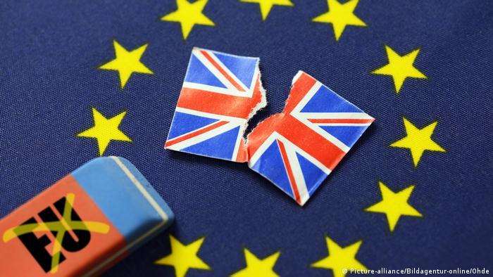 EU-Fahne mit ausradiertem Stern, Symbolfoto Brexit