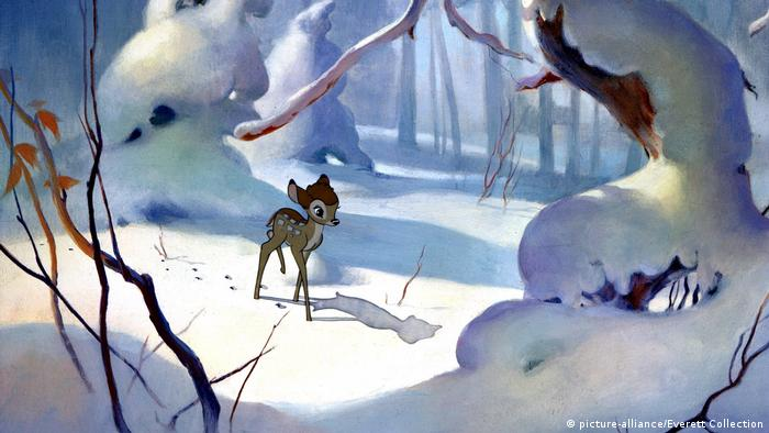 Still from Walt Disney's Bambi showing the fawn alone in a snowy woods (picture-alliance/Everett Collection)