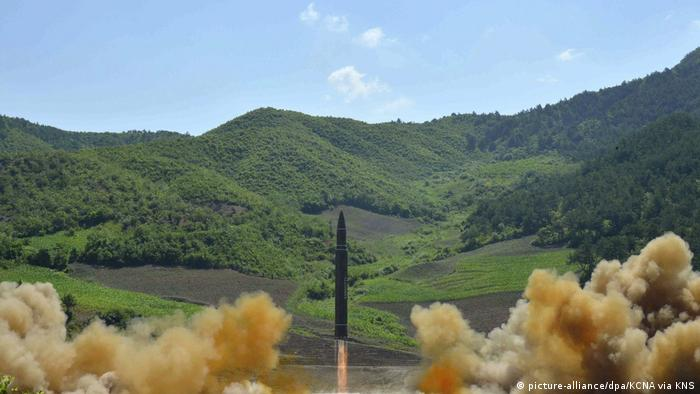 Nordkorea | Raketentest (picture-alliance/dpa/KCNA via KNS)