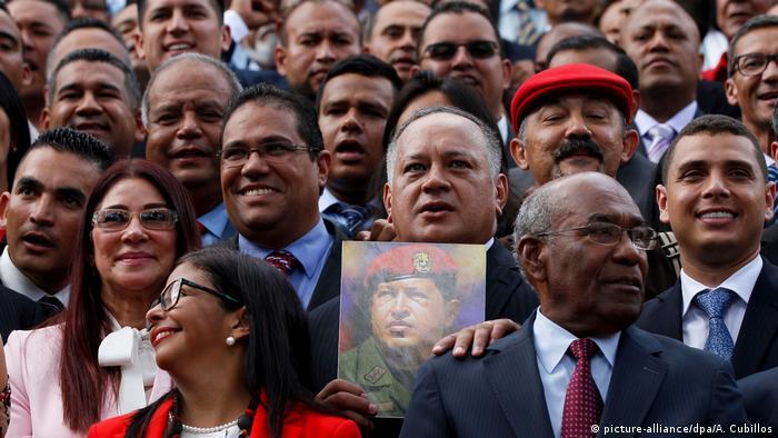 Venezuela Führende sozialistische Politiker Diosdado Cabello in Caracas (picture-alliance/dpa/A. Cubillos)