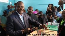Kenia Wahlen Präsident Uhuru Kenyatta bei Stimmabgabe