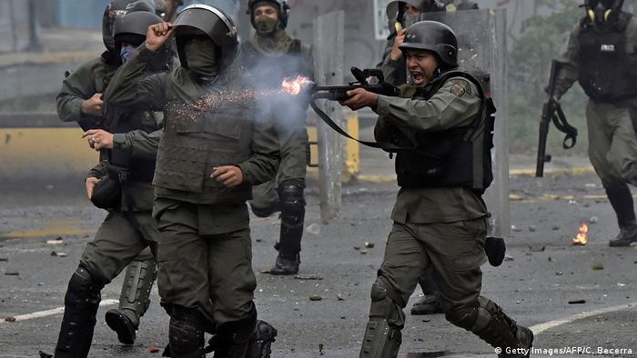 Un informe de ONU documentó en Venezuela violaciones sistemáticas por parte de fuerzas armadas, tortura, detenciones arbitrarias, desapariciones forzadas, allanamientos ilegales y juicios militares contra civiles. 30.08.2017