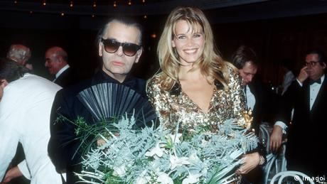 Claudia Schiffer with Karl Lagerfeld (Imago)