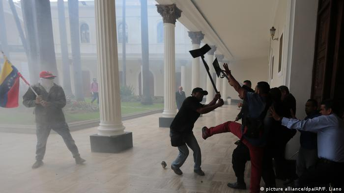 Rioters at the porch of the Caracas parliament