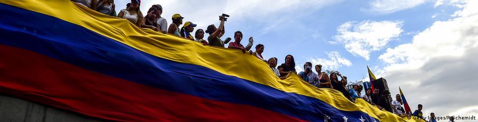 Venezuela Banner Menschen Flagge Protest Opposition 2017