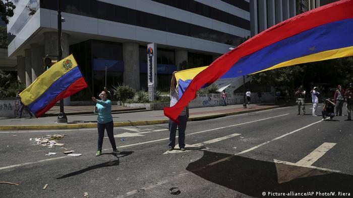 Протестующие против политики Николаса Мадуро