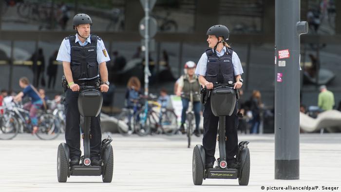 Немецкие полицейские осваивают сегвеи
