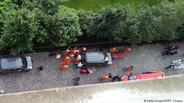 Emergency responders at Levallois-Perret