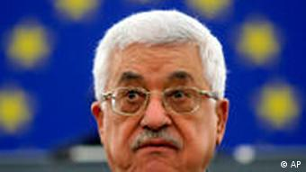 Mahmoud Abbas in front of an EU flag