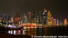 ARCHIV- Blick auf die Skyline von Doha (Katar) am 17.01.2015. (zu dpa «Katars 222-Millionen-Show» am 04.08.2017) Foto: Axel Heimken/dpa +++(c) dpa - Bildfunk+++   Verwendung weltweit