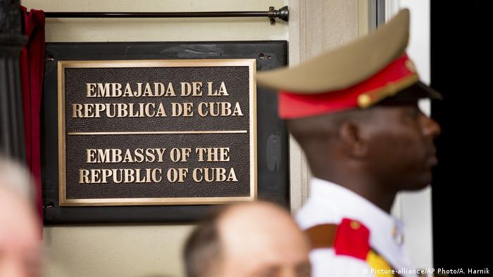 A plaque at the Cuban embassy in Washington (Picture-alliance/AP Photo/A. Harnik)
