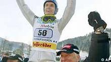 Sven Hannwald hier mit Trainer Reinhard Hess läßt sich feiern