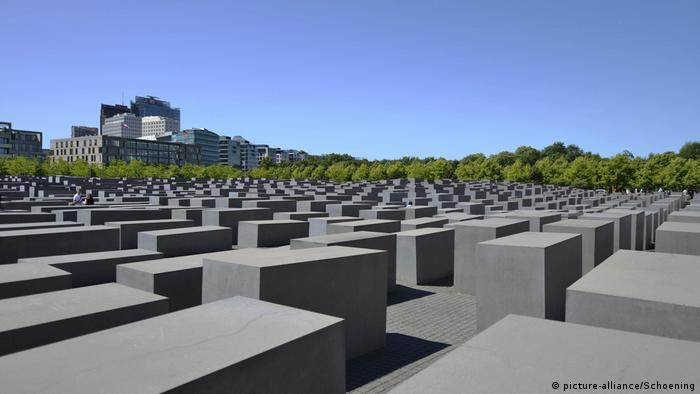 The Memorial to the Murdered Jews of Europe, in central Berlin (picture-alliance/Schoening)