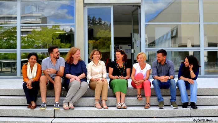 Der IDV-Vorstand (von links): Puneet Kaur, Benjamin Hedzic, Sonja Winklbauer, Andrea Schäfer, Marianne Hepp, Monika Janicka, Geraldo de Carvalho, Naomi Shafer