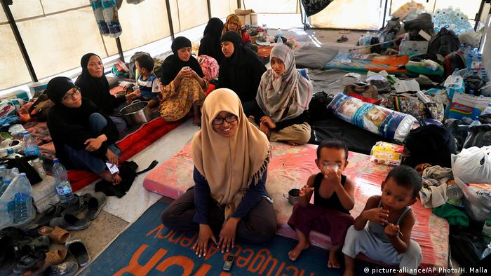 Syrien zugewanderte Familien aus Indonesien verlassen den IS (picture-alliance/AP Photo/H. Malla)