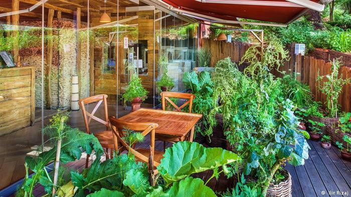 Zeleno, prirodno, ugodno - dekoracija u restoranu Mlinar