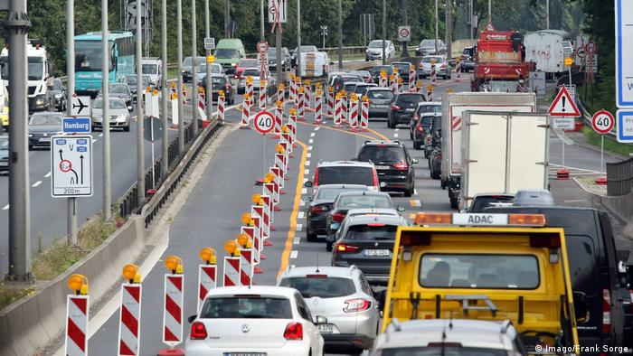 Traffic on Berlin's A100 (Imago/Frank Sorge)