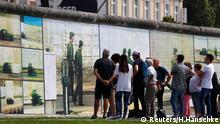 Kunstinstallation Beyond The Wall auf der Rückseite der East Side Gallery in Berlin des Künstlers Stefan Roloff