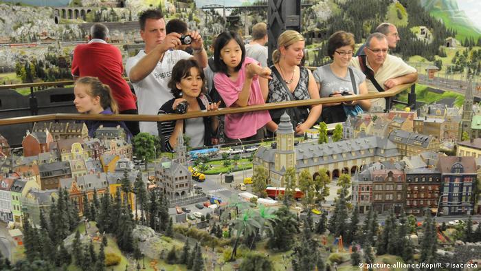 Відвідувачі Мініатюрної країни див у Гамбурзі