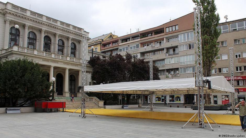 Bosnien und Herzegowina, Sarajevo, 23. Filmfestival, rekonstruierter Platz vor dem Nationaltheater