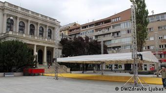 Bosnien und Herzegowina, Sarajevo, 23. Filmfestival, rekonstruierter Platz vor dem Nationaltheater (DW/Zdravko Ljubas)