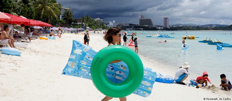As belas praias do território americano atraem muitos turistas, principalmente do Japão e da Coreia do Sul
