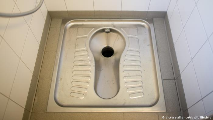 Hocktoilette (picture-alliance/dpa/K. Nietfeld)