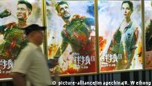 --FILE--A Chinese filmgoer walks past a poster of the movie Wolf Warriors 2 at a cinema in Yichang city, central China's Hubei province, 27 July 2017. Chinese films explode summer box office; Wolf Warriors 2 hits $450 million; Once Upon A Time opens on $60 million. Wu Jing's Wolf Warriors 2 has made history in the Chinese box office as the first film ever to cross $450 million within 11 days. After posting a massive debut of $142 million, the nationalistic action film continued to smash more records in the week of Jul 31-Aug 6, adding $313.62m for an 11-day total of $455.36 million. Its records include earning over $29 million (RMB200 million) daily for 10 consecutive days and surpassing Monster Hunt, Furious 7 and Furious 8 by its 10th day to become the second highest grossing film of all time. Foto: Ren Weihong/Imaginechina/dpa |