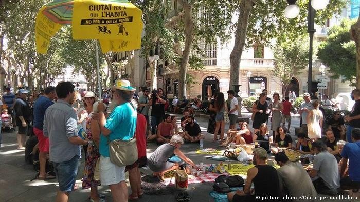 Spanien Barcelona Protest gegen Tourismus (picture-alliance/Ciutat per qui l'habita)