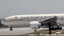 Pakistan Saudi Arabian Airlines (picture alliance/dpa/epa/A. Arbab)