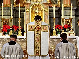 SPSX priest celebrates mass