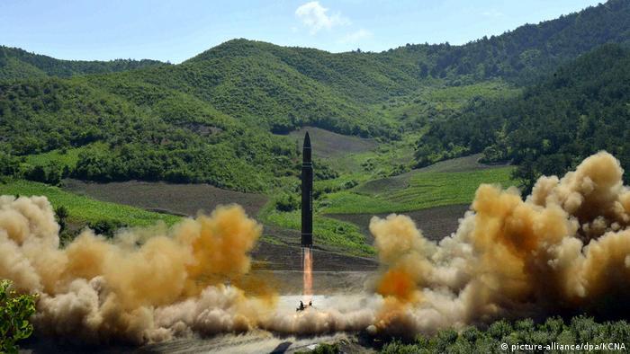 Nordkoreanischer Raketentest Nordkorea Rakete (picture-alliance/dpa/KCNA)