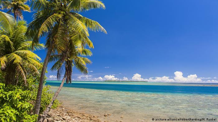 Von Militärstützpunkten ist hier keine Spur. Zwar wird ein Drittel Guams von den USA militärisch genutzt - doch der Rest hat viel zu bieten: türkisfarbenes Wasser, Korallenriffe und Wanderwege in der Natur. Kein Wunder, dass der Tourismus nach dem Militär die wichtigste Einnahmequelle der Insel ist.