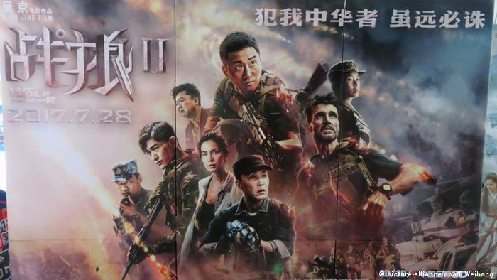 Filmposter 'Wolf Warriors 2' (picture-alliance/dpa/R.Weihong)