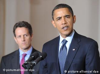 U.S. President Barack Obama (R) and Treasury Secretary Timothy Geithner announce new rules regarding executive pay for bailout recipients, at the White House on 04 February 2009. The administration has imposed a cap of $500,000 on the compensation of executives at companies that receive large amounts of taxpayer funded bailout money. EPA/MATTHEW CAVANAUGH +++(c) dpa - Report+++