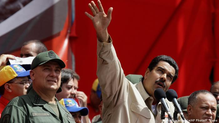President Nicolas Maduro with former Defense Minister Diego Molero (Picture-alliance/AP Photo/F. Llano)