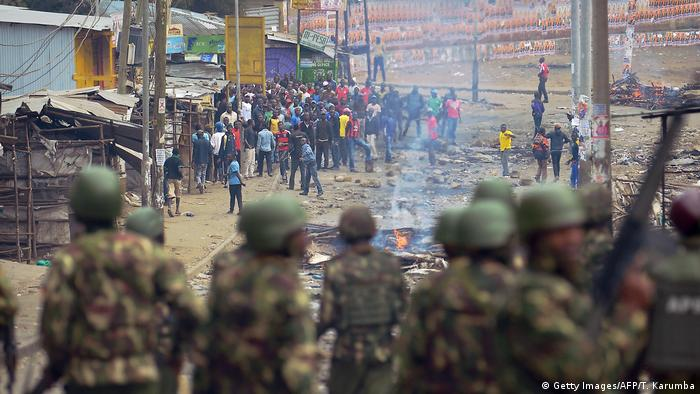 Kenyan rioters face off with the police
