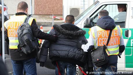 Υπέρ των απελάσεων η πλειοψηφία των Γερμανών