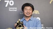 12.09.2017 +++ Chinese film director Bing Wang poses with the ''Pardo d'Oro'' trophy for the best Film Mrs. Fang during the photocall at the 70th Locarno International Film Festival in Locarno, Switzerland, Saturday, August, 12, 2017. (KEYSTONE/Urs Flueeler)  