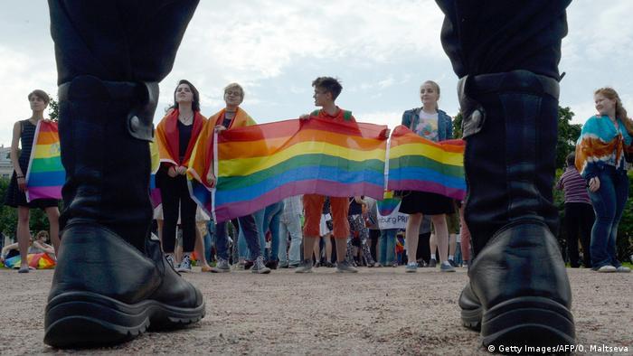Russland Sankt Petersburg Umzug von LGBT-Aktivisten