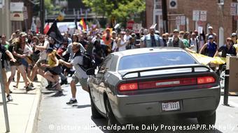 Fotógrafo flagra momento em que carro avançou contra contraprotesto em Charlottesville