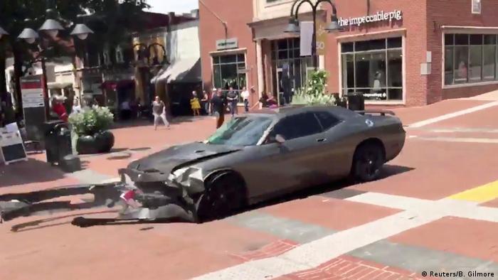USA Virginia - Ausschreitungen nach Demonstrationen: Fahrzeug das in die Menge fuhr (Reuters/B. Gilmore)