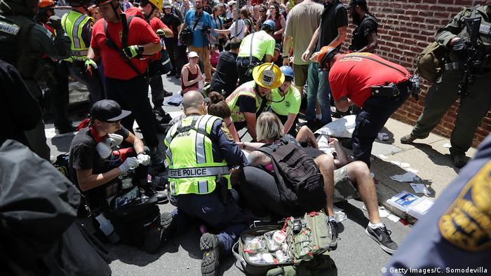 Через наїзд автомобіля постраждало багато людей