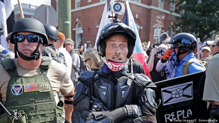 """Los crímenes de odio aumentaron un 9% en 2019 en 30 ciudades de Estados Unidos, según el Centro para el Estudio del Odio y el Extremismo (CSHE), de la Universidad de California en Santa Bárbara. Este es el quinto repunte consecutivo y el más fuerte desde 2015. Las personas más atacadas son negras, judías y LGBTQI. Los autores de los ataques son, por lo general, """"supremacistas"""" de derecha."""